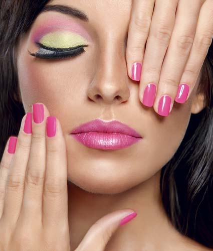 Fashionable-make-up pink nail