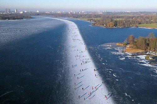 Ice-skating-on-Paterswoldse-Meer