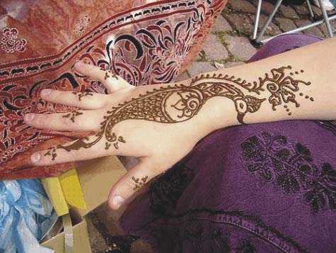 Simple-Mehendi-Designs for girl