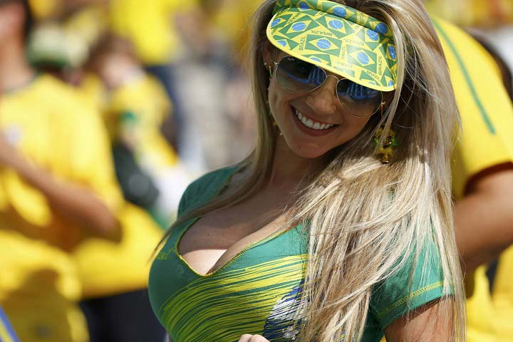 Fifa-2014-Brazilian-fan-beautiful girl