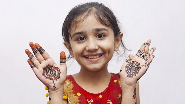Latest Mehndi designs For Kids 2014