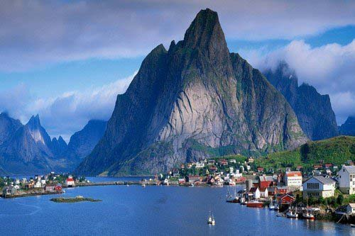 Reine-Lofoten-Islands-Norway
