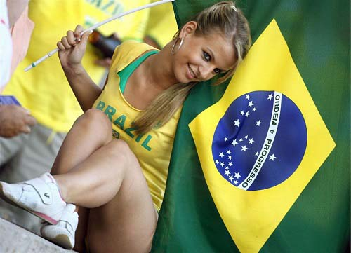sexy-brazilian-football-fan hottest fan of fifa 2014 world cup