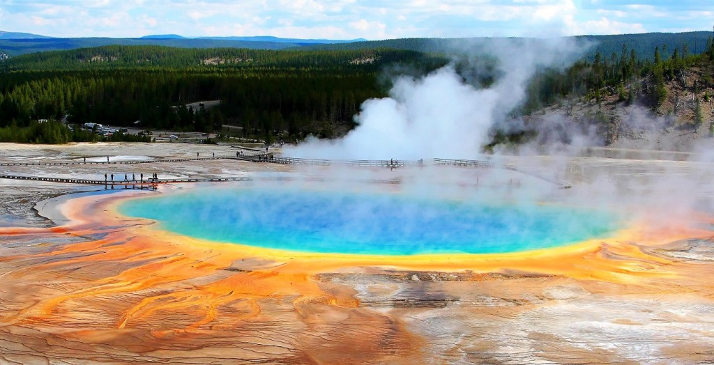 10 Best places to visit in usa Yellowstone-National-Park