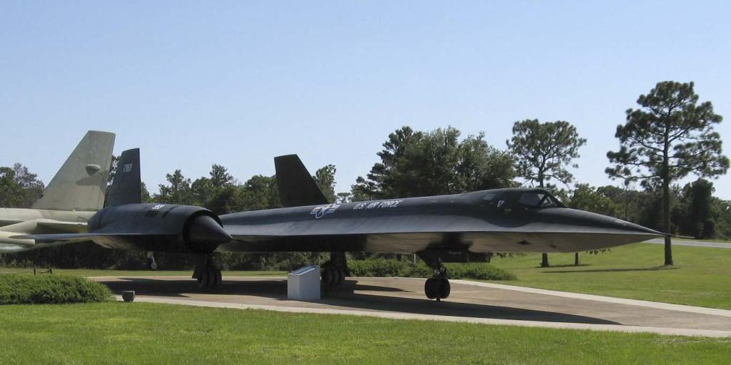 Lockheed_SR-71_Blackbird,_USAF_Armaments_Museum