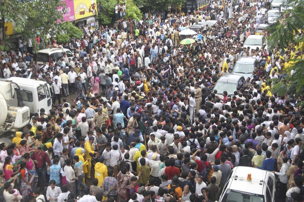 MUMBAI populations crowd