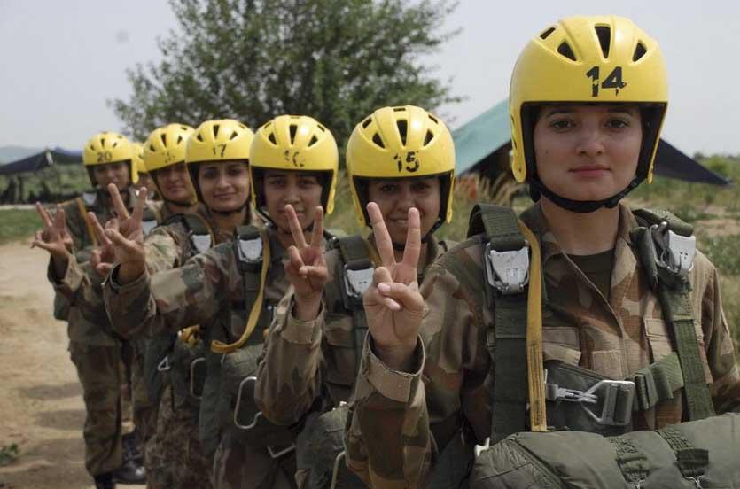 Pakistan Army female sexy hot