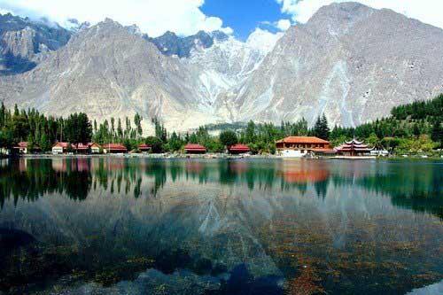 Shangrila-Lake-Breathtaking-View