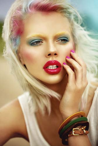 attractive-young-model-with-bright-makeup-and-manicure-sunny-weather-outdoor-sunburn pin nail