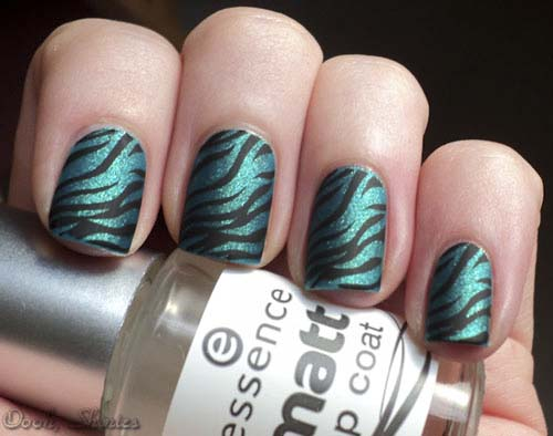 how to put Zebra-Matte-Nails