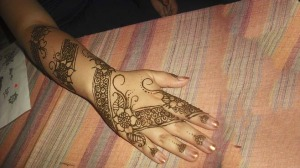 Simple and attractive Mehendi Designs on Hand