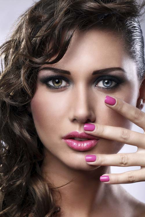 sexy-hot-young-woman-with-bright-make-up-and-manicure