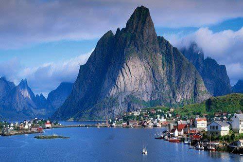 Reine-Lofoten-Islands-Norway