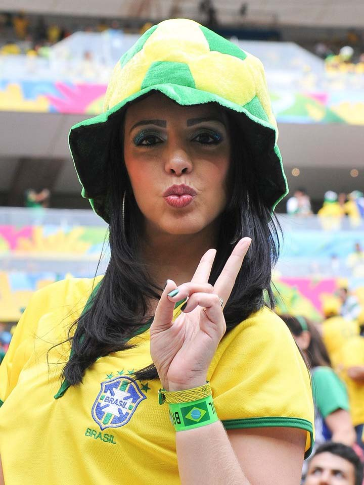 World-Cup-2014-Sexiest-Fans Shows their support