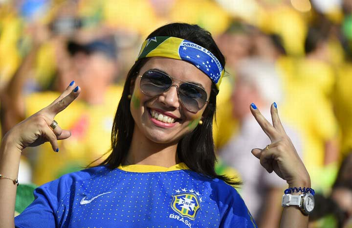 gorgeous fan of fifa 2014 Sexy-world-cup-fans