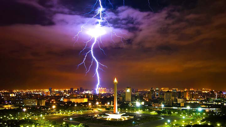 15 Stunning Lightning Pictures