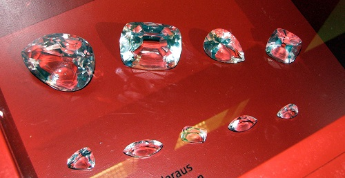 Top 10 Expensive Diamonds in the World Cullinan_Diamond_and_some_of_its_cuts